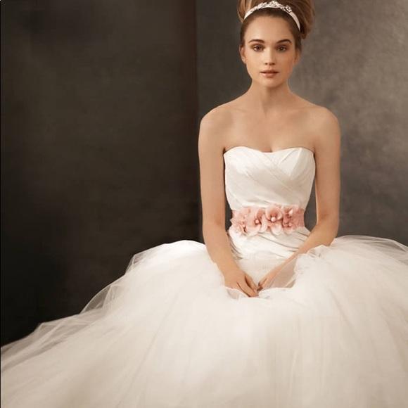 Vera wang dresses white by wedding dress new poshmark m5b7d43570e3b8623b97ca93c junglespirit Gallery